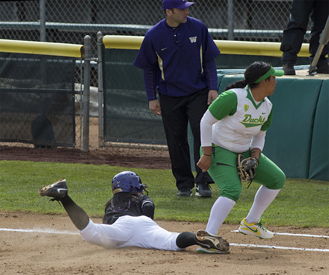 Ducks Softball sweeps Washington Huskies - 01 - Oregon News Lab Photo
