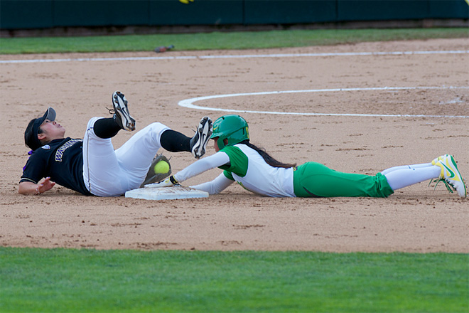 Ducks Softball sweeps Washington Huskies - 02 - Oregon News Lab Photo