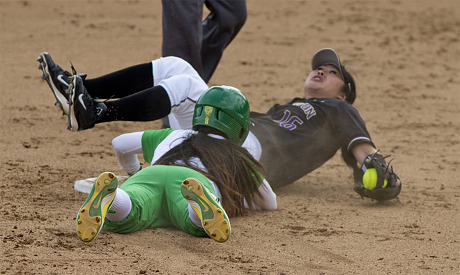 Ducks Softball sweeps Washington Huskies - 03 - Oregon News Lab Photo