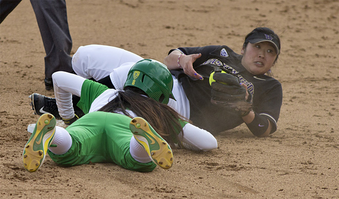 Ducks Softball sweeps Washington Huskies - 04 - Oregon News Lab Photo