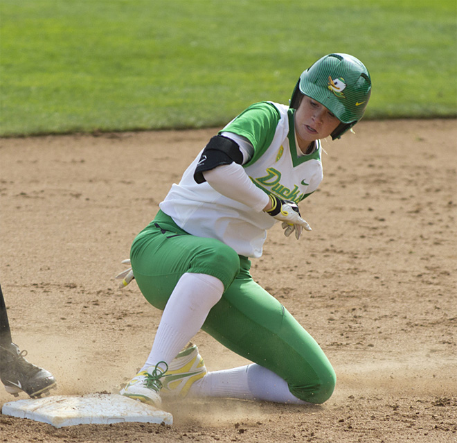 Ducks Softball sweeps Washington Huskies - 06 - Oregon News Lab Photo