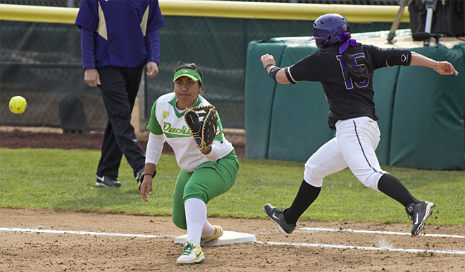 Ducks Softball sweeps Washington Huskies - 07 - Oregon News Lab Photo