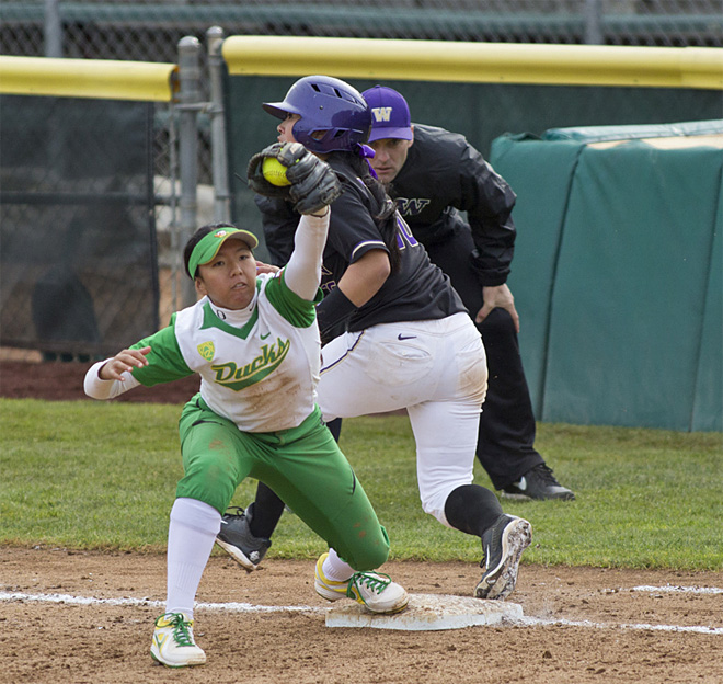 Ducks Softball sweeps Washington Huskies - 35 - Oregon News Lab Photo