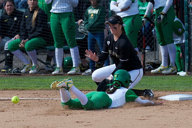 Ducks Softball sweeps Washington Huskies - 48 - Oregon News Lab Photo