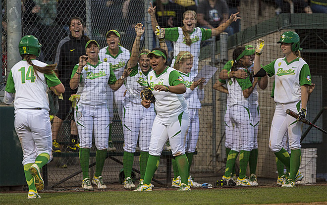 Oregon defeats Minnesota, 10-2 in first Super Regionals game