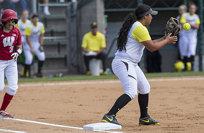 Ducks defeat Wisconsin Badgers 6-1 in 2nd round of Regionals - 02 - Oregon News Lab Photo