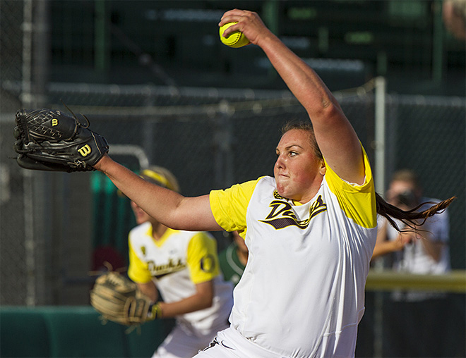 Ducks sweet Utah Valley in doubleheader - 03 - Photo by Oregon News Lab