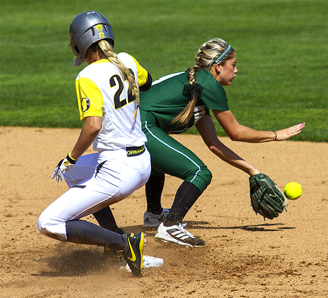 Ducks sweet Utah Valley in doubleheader - 07 - Photo by Oregon News Lab
