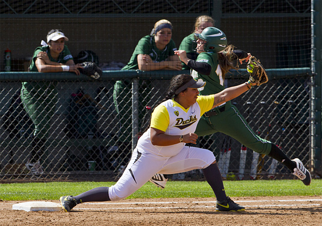 Ducks sweet Utah Valley in doubleheader - 42 - Photo by Oregon News Lab