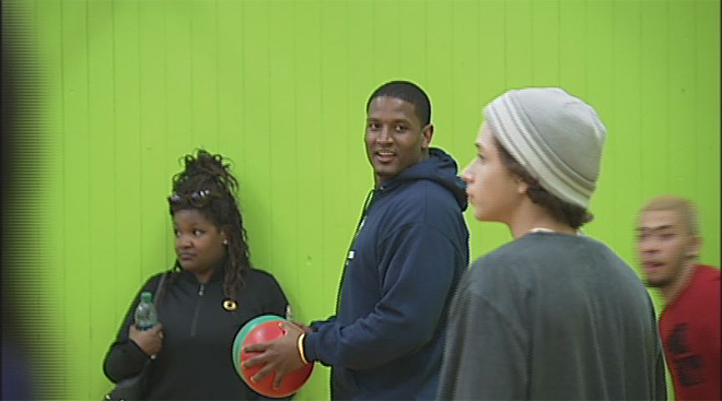 Super Bowl champ former Duck visits Boys and Girls Club in Eugene