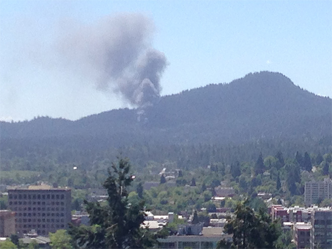 Fire destroys home on Spencer Butte, fills sky with smoke