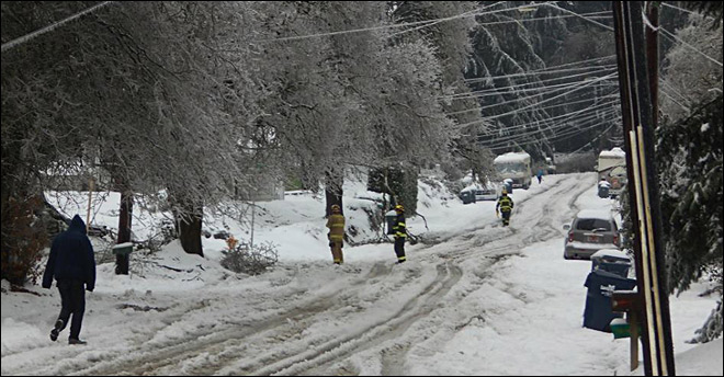 Crews set in on repairing hundreds of snapped power lines