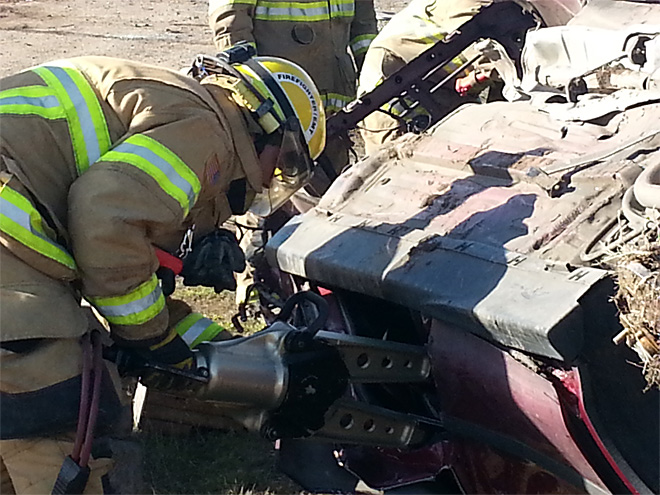 Firefightrs practice extricating victims from cars (1)