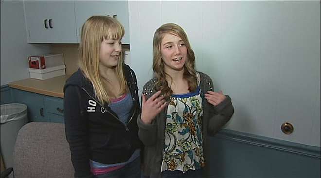 Girl saves friend who was choking on cheeseburger (4)