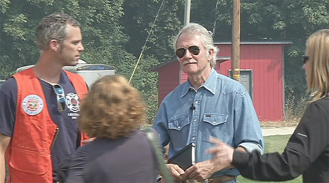 Governor Kitzhaber tours wildfires near Glendale