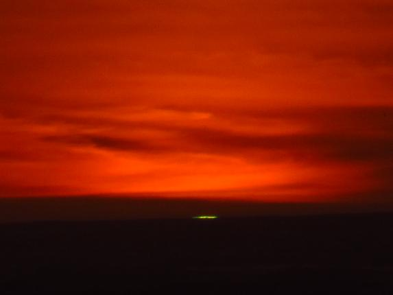 Green flash at sunset by themom51