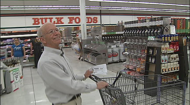 Grocery shopping with Peter DeFazio (1)