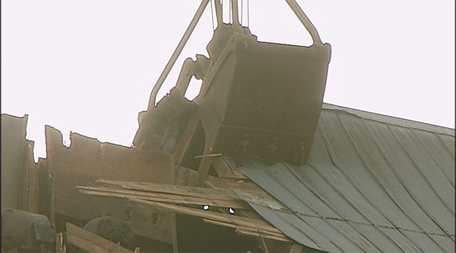 Halsey grain elevator torn down on Thursday (Credit - KVAL Photographer Bill Goetz)