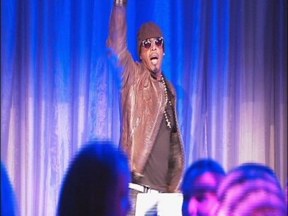 MC Hammer entertains at fashion show in Eugene