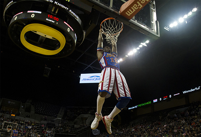 Harlem Globetrotters take over Matthew Knight Arena