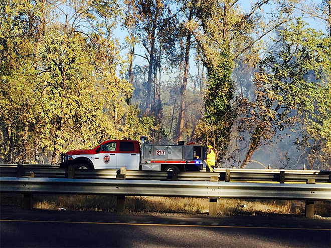 Smoke from grass fires delays traffic on I-5 near Cottage Grove