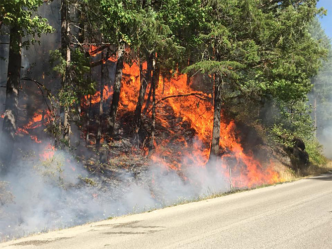 One lane of highway open through wildfire near Glide