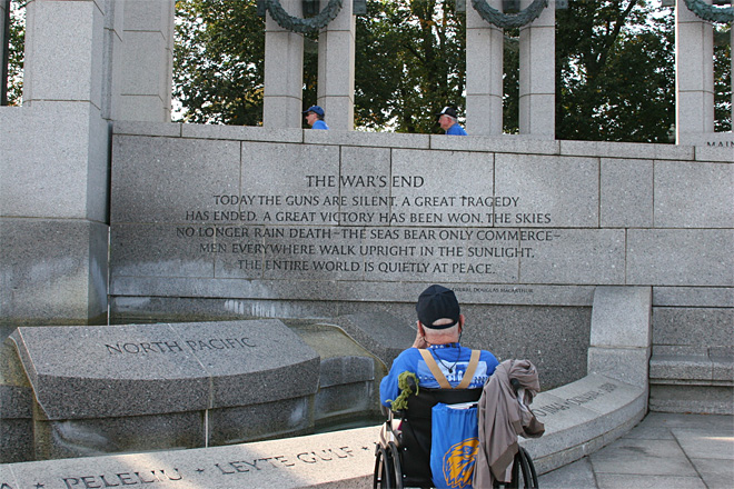 Honor Flight veterans visit World War II memorial despite government shutdown (8)