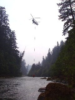 Helicopter dipping water near Roseburg