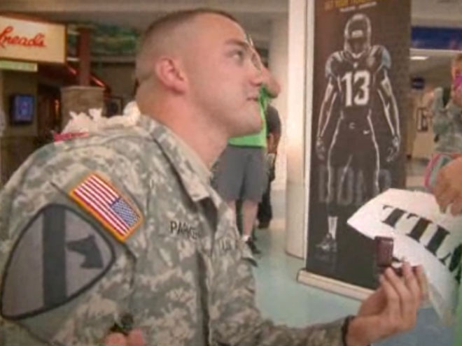 Soldier surprised girlfirend with proposal