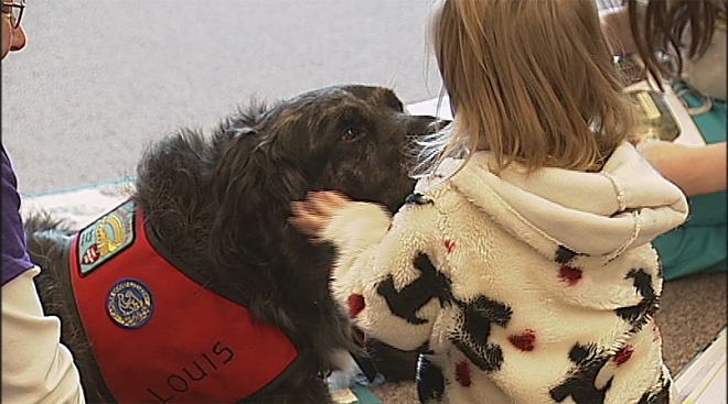 Kids read to dogs at the Fern Ridge Library (1)