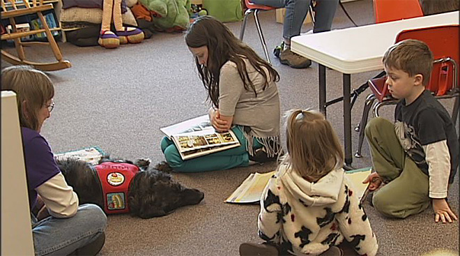 Kids read to dogs at the Fern Ridge Library (4)