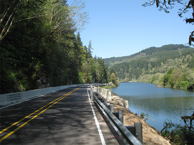 Lane County road repairs along Siuslaw River (1)