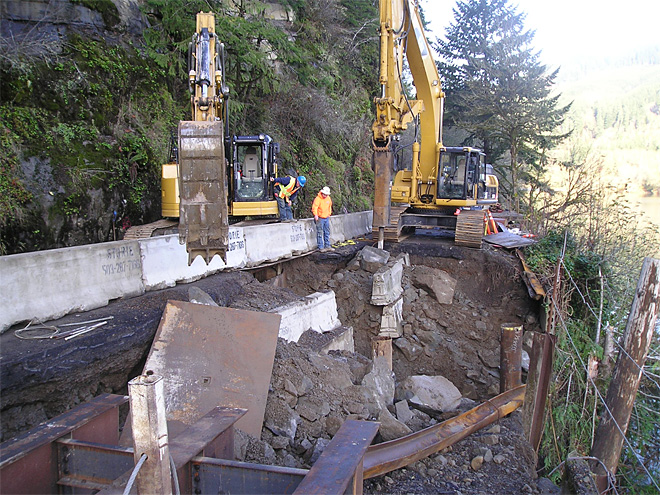 Lane County road repairs along Siuslaw River (3)