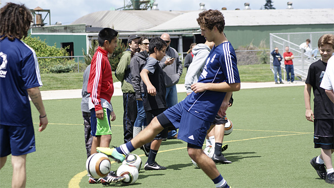 Soccer team kicks off the season with kids clinic
