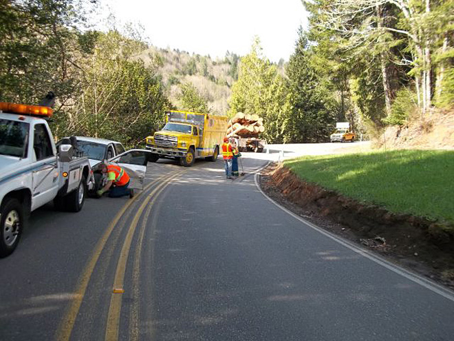 Log truck crash near Coos Bay (1)