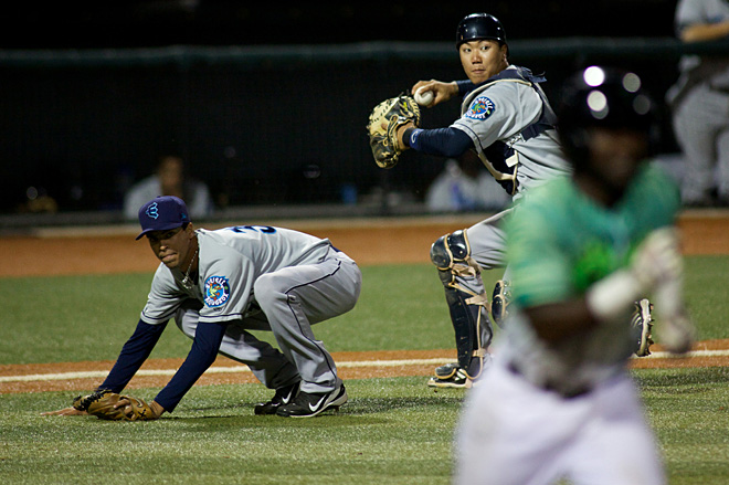 ML2EmeraldsvsAquaSox_IMG_0659_2013-07-11 23