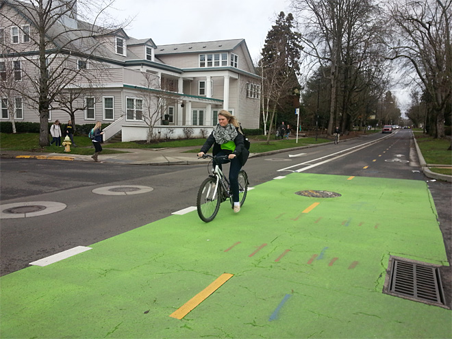 More UO students bike to class than drive (3)