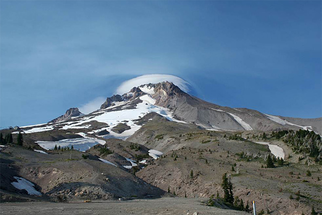 Geologists: Recent Mount Hood quakes are normal