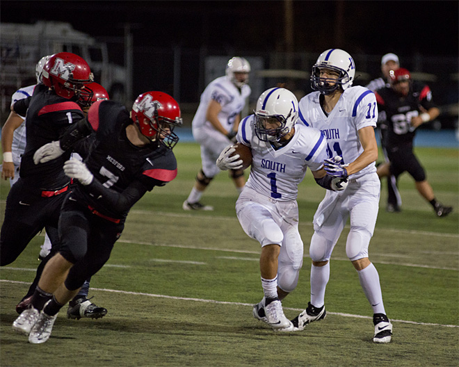 North Medford takes 34-7 win over South Eugene - 01