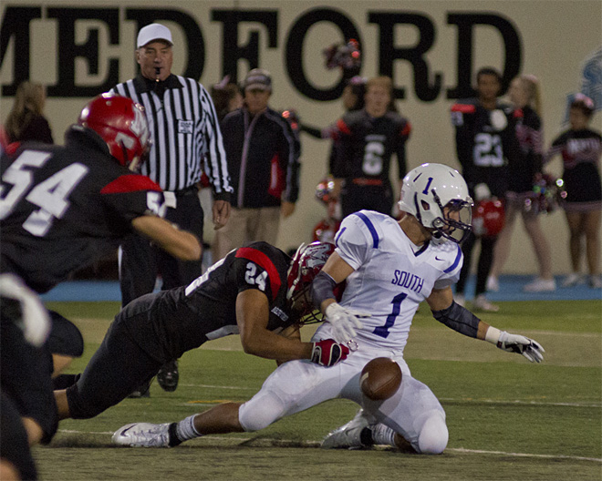 North Medford takes 34-7 win over South Eugene - 02