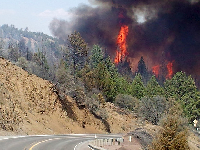 Wildfire closes Hwy 26 east of Prineville