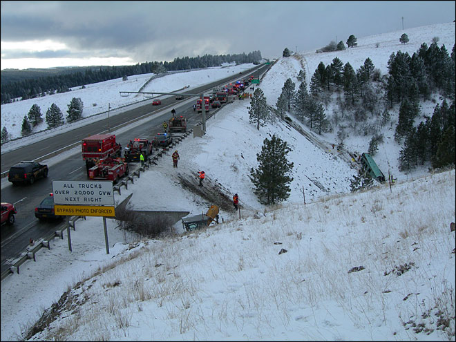 9 dead, more than 20 hurt in bus crash on icy I-84