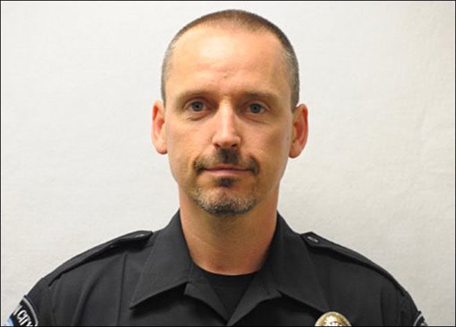 Reserve police officer dies after shooting in Oregon City