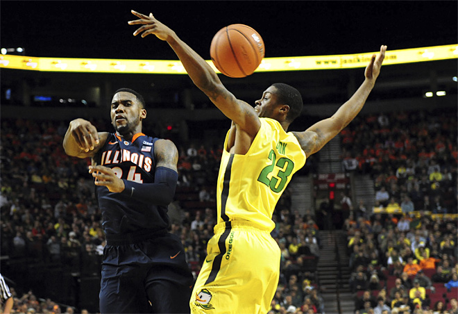 No. 15 Oregon defeats Illinois 71-64