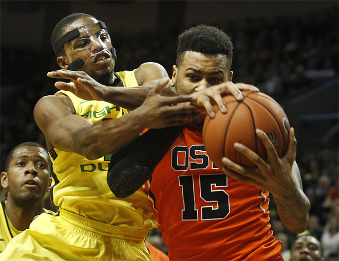 Oregon holds off Oregon State for 93-83 Civil War victory