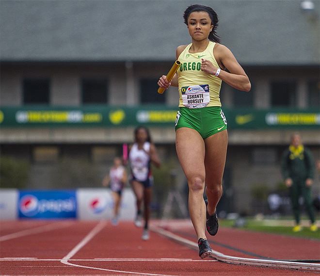 Oregon hosts Arizona for the Pepsi Dual meet at Hayward Field - 01 - Photo by Alan Sylvestre _ Oregon News Lab