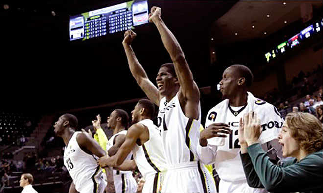 No. 13 Oregon tops UC Irvine 91-63 to move to 10-0