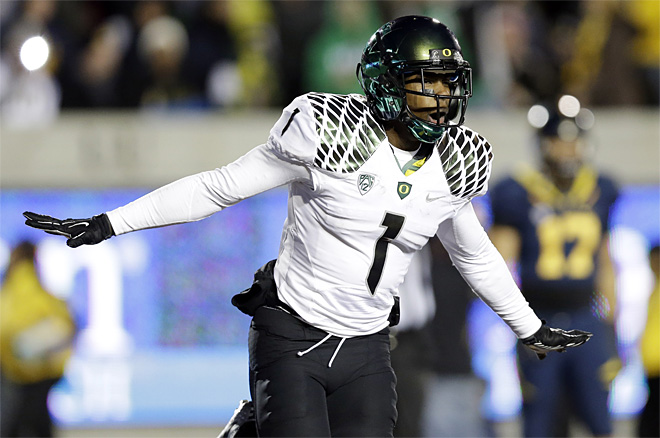 Ducks rise to No. 1 in AP poll