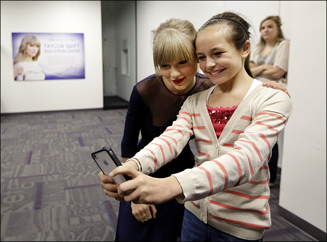 Taylor Swift opens $4M Country Hall of Fame center