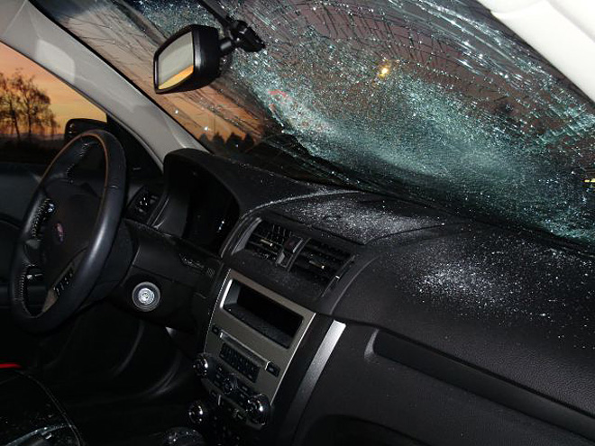 Police: Barefoot woman smashes windshield of stranded I-5 car